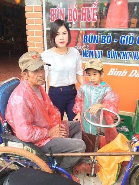 Quang Binh: Co hoc tro ngheo cung ong di xin an tung bua - Anh 3