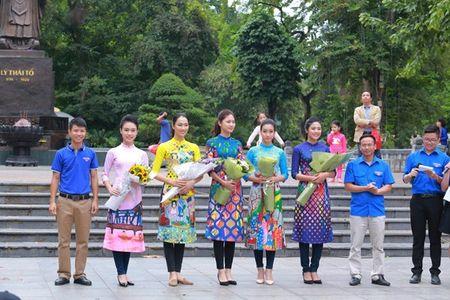 Dan Hoa hau, A hau nhay flashmob tung bung truoc Ho Guom - Anh 12