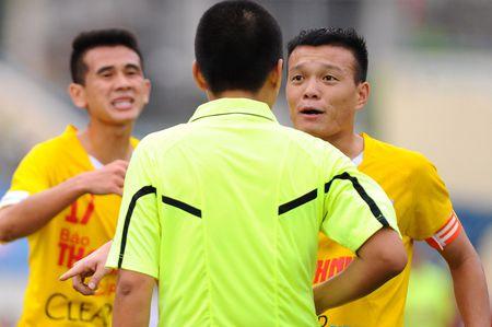 U.21 Than Quang Ninh 0-2 U.21 Ha Noi T&T: Con mot buoc bao ve ngoi vo dich - Anh 3