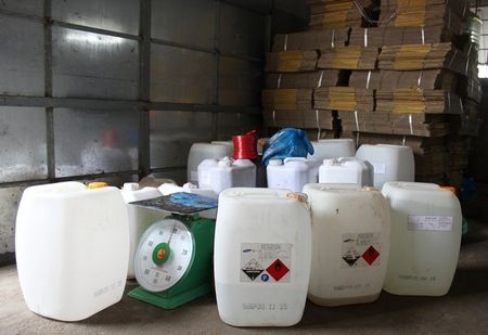 Dak Lak: Phat hien co so san xuat giam co chua Acid Acetic - Anh 1