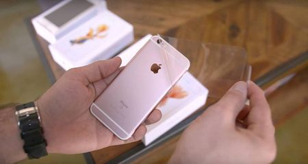 iPhone 6s lock gia re ngap ke Viet: Mua hay khong? - Anh 1