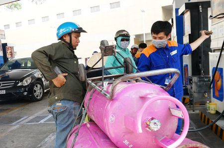 Gia gas tang tiep 19.000dong/binh 12kg - Anh 1