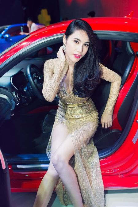 Thuy Tien, Dong Nhi dien trang phuc nong bong, trinh dien sexy 'dot mat' khan gia - Anh 6