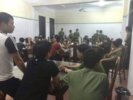 'Sat phat' tren chieu bac: Bat 34 'con bac', thu 2 khau sung - Anh 1