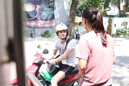 Ong Tay ban ca phe 'coc' giua Sai Gon cho khach du mau da - Anh 7