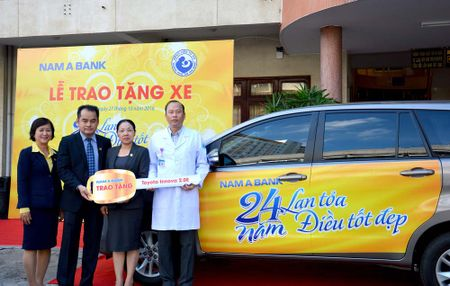 Nam A Bank tang xe cong vu cho Benh vien Tu Du - Anh 1