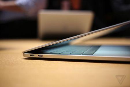 Neu dung MacBook Pro, ton them bao nhieu tien mua day ket noi mo rong? - Anh 1