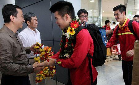 U-19 Viet Nam ve nuoc trong niem han hoan - Anh 5