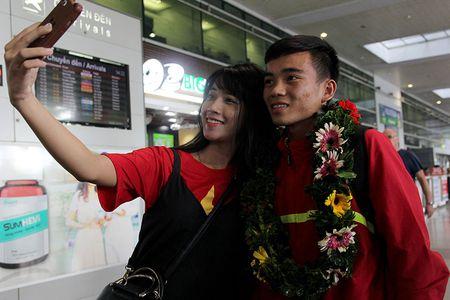 U-19 Viet Nam ve nuoc trong niem han hoan - Anh 7