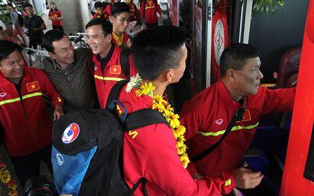 U-19 Viet Nam ve nuoc trong niem han hoan - Anh 8
