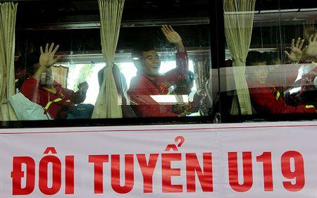 U-19 Viet Nam ve nuoc trong niem han hoan - Anh 9