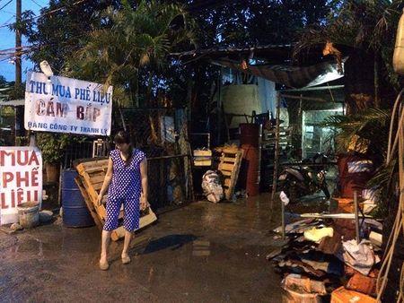 Thanh nien ngao da chem loan xa khien 3 nguoi bi thuong - Anh 1