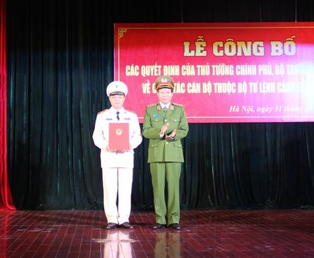 Cong bo Quyet dinh bo nhiem Tu lenh Canh sat co dong - Anh 1
