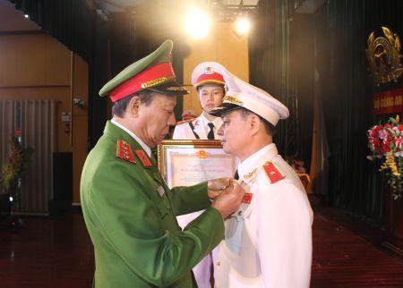 Cong bo Quyet dinh bo nhiem Tu lenh Canh sat co dong - Anh 2
