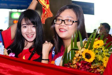 U19 Viet Nam duoc chao don nong nhiet duoi mua tam ta - Anh 1