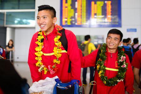 U19 Viet Nam duoc chao don nong nhiet duoi mua tam ta - Anh 3