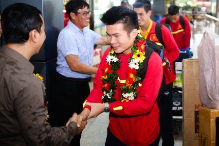 U19 Viet Nam duoc chao don nong nhiet duoi mua tam ta - Anh 4