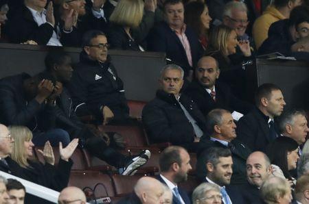 Mourinho ngan cam hoc tro chup anh - Anh 4