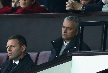 Mourinho ngan cam hoc tro chup anh - Anh 6