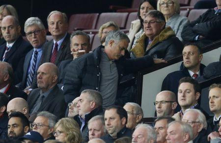 Mourinho ngan cam hoc tro chup anh - Anh 8