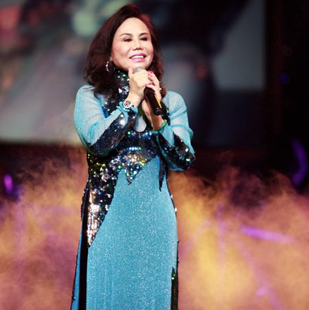 Danh ca Thanh Tuyen ve nuoc lam show ung ho mien Trung - Anh 1