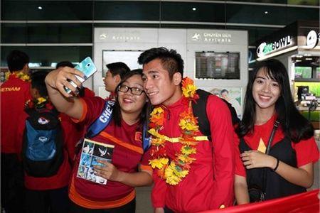 U19 Viet Nam rang ro ngay tro ve - Anh 1