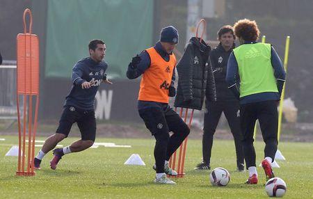 Mourinho bat ngo goi lai Schweinsteiger sau 4 thang bo roi - Anh 5