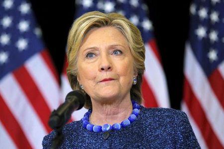 FBI lat lai be boi email cua ba Clinton, bau cu My roi tung - Anh 1