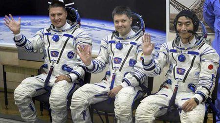 Ba phi hanh gia My, Nga Nhat Ban tro ve Trai dat tu tram vu tru ISS - Anh 1