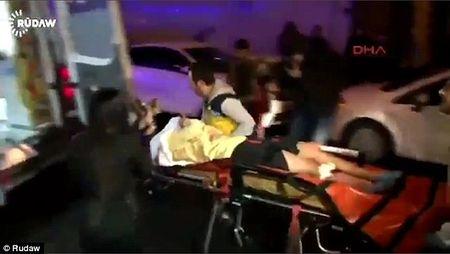 Video canh hon loan o hien truong vu tan cong kinh hoang tai Istanbul - Anh 1
