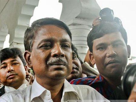 Mot nghi sy dang cam quyen cua Bangladesh bi ban chet - Anh 1