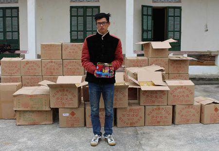 Bat qua tang doi tuong van chuyen gan 1,2 tan phao no - Anh 1