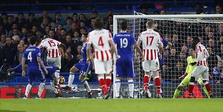 Ruot duoi kich tinh, Chelsea nhoc nhan danh bai Stoke tren san nha - Anh 3