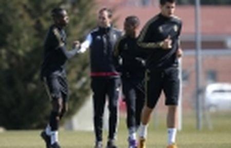 Diem tin toi 01/01: Nham bo doi Atletico, M.U chi 145 trieu bang; Conte lo 'sot vo' - Anh 2