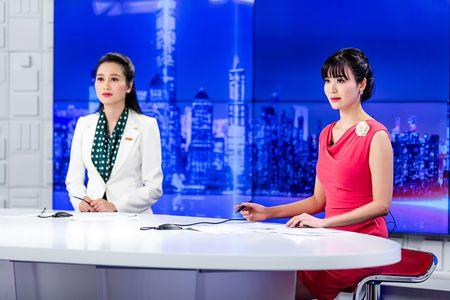 Hoa hau Thu Thuy rang ro lam MC thoi su ngay dau nam - Anh 8