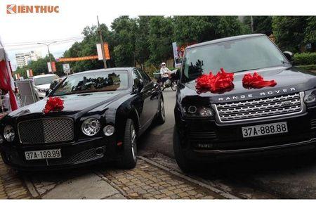 'Soi' Bentley va Range Rover tien ty ruoc dau o Nghe An - Anh 1