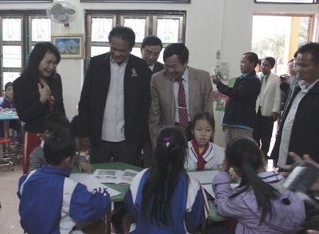 Quang Binh: Cong nhan 12 truong Tieu hoc dat chuan Quoc gia - Anh 1
