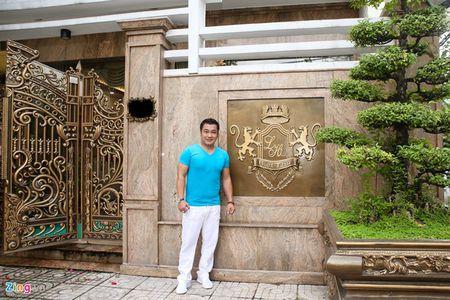Kham pha biet thu moi xay sang trong, rong 700 m2 cua Ly Hung - Anh 2