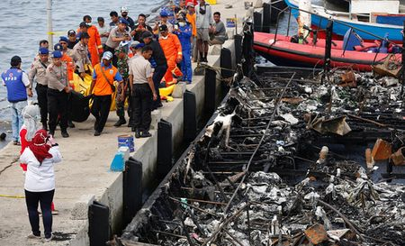 Indonesia: Chuyen tau dinh menh trong ngay dau nam moi - Anh 3