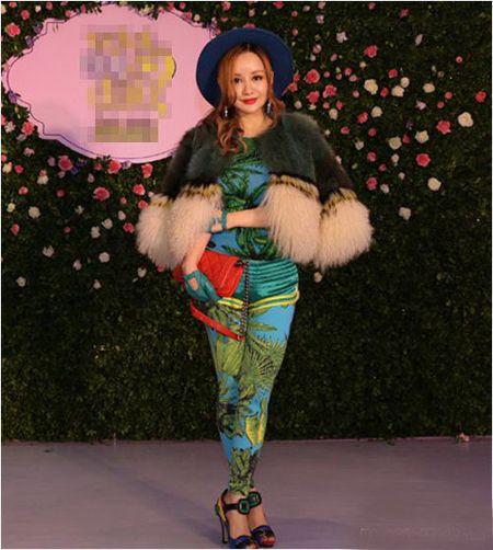 Xinh dep, sexy nhung MC Viet Nga lien tuc bi gan mac tham hoa ao long - Anh 1
