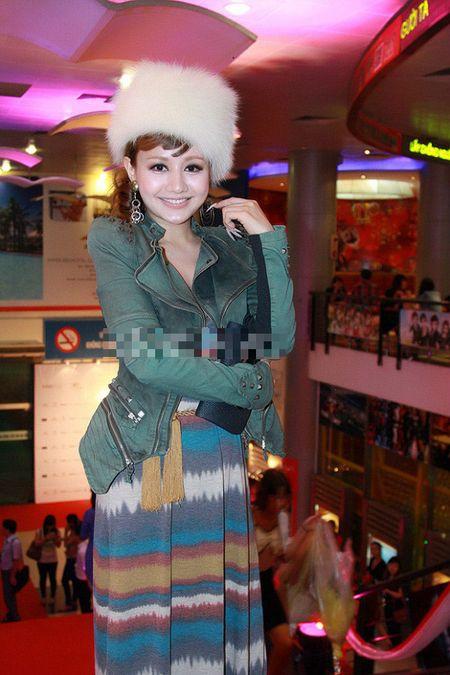 Xinh dep, sexy nhung MC Viet Nga lien tuc bi gan mac tham hoa ao long - Anh 3