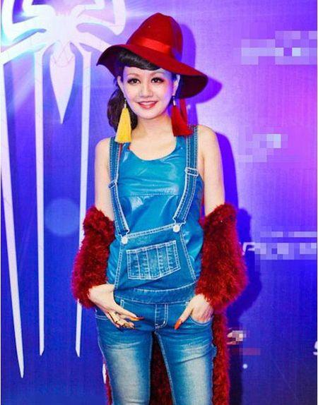 Xinh dep, sexy nhung MC Viet Nga lien tuc bi gan mac tham hoa ao long - Anh 5