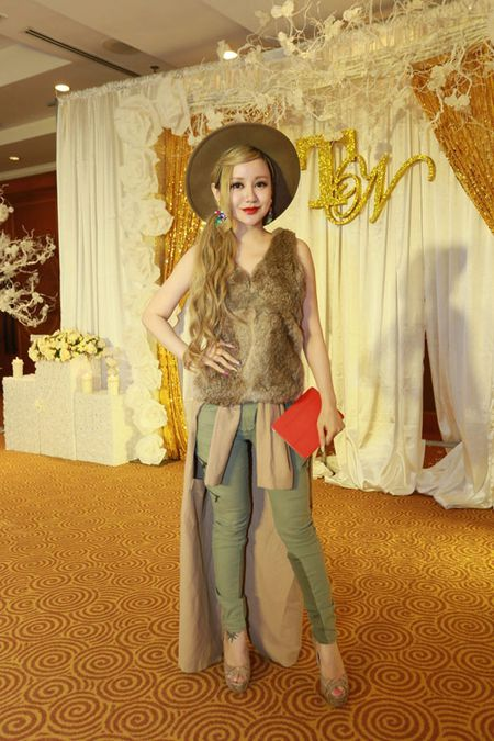 Xinh dep, sexy nhung MC Viet Nga lien tuc bi gan mac tham hoa ao long - Anh 6
