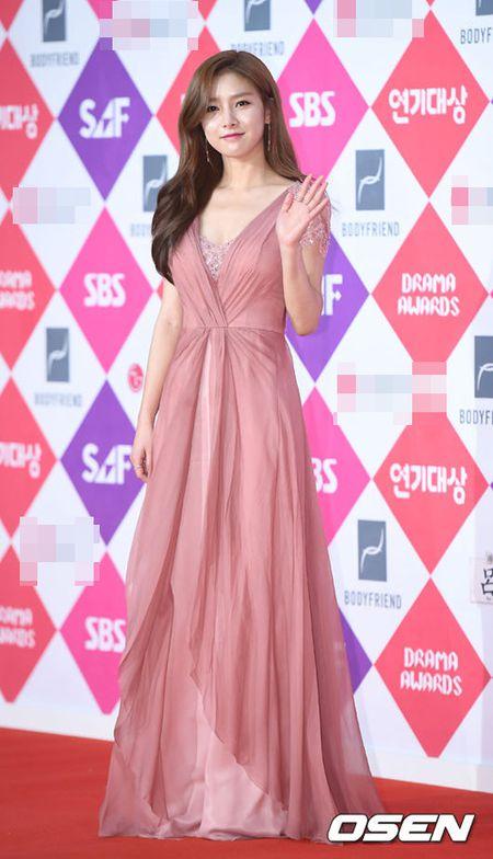 "Khong co Jeon Ji Hyun, Lee Min Ho tai ngoi ""tinh cu"" tren tham do - Anh 10"