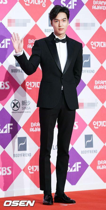 "Khong co Jeon Ji Hyun, Lee Min Ho tai ngoi ""tinh cu"" tren tham do - Anh 1"