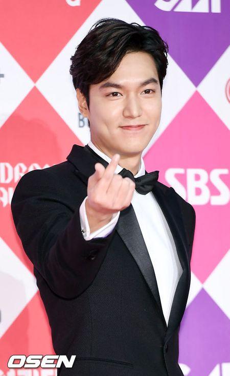 "Khong co Jeon Ji Hyun, Lee Min Ho tai ngoi ""tinh cu"" tren tham do - Anh 2"