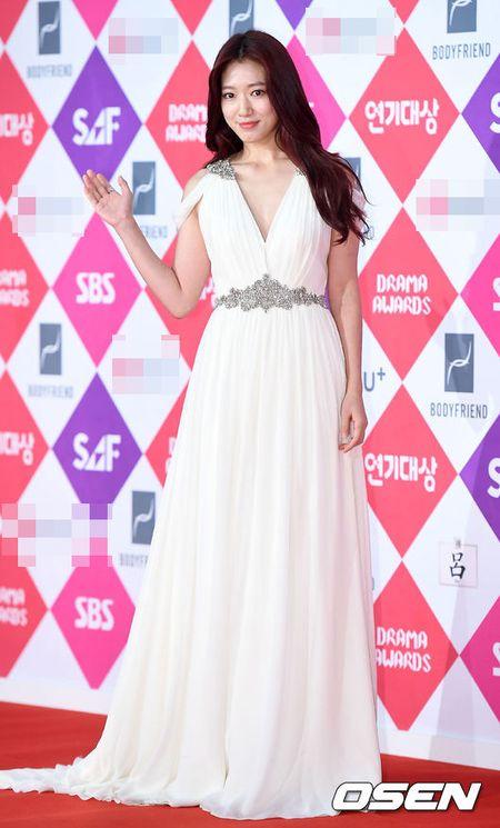"Khong co Jeon Ji Hyun, Lee Min Ho tai ngoi ""tinh cu"" tren tham do - Anh 3"