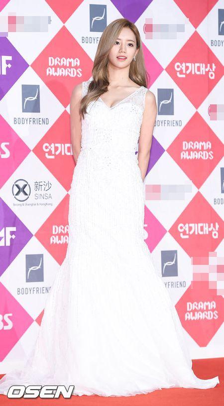 "Khong co Jeon Ji Hyun, Lee Min Ho tai ngoi ""tinh cu"" tren tham do - Anh 9"