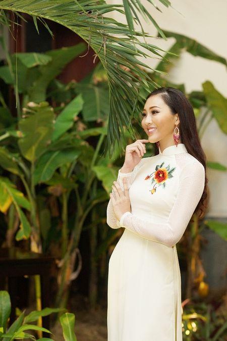 Hoa Khoi Ao Dai Dieu Ngoc dam tham trong tiec mung nam moi - Anh 1