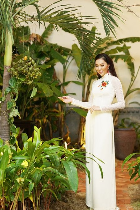 Hoa Khoi Ao Dai Dieu Ngoc dam tham trong tiec mung nam moi - Anh 2